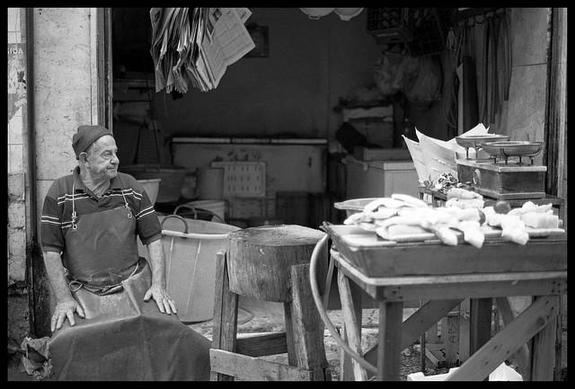 ⓒLesimages Palermo, Maggio 2010 - Mercato della Vucciria - Venditori di baccalà